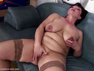 Kinky mature not mother gets fisting from sweet girl
