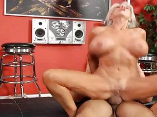 Busty mature hottie get fucked in each hole